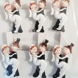 Pak met 6 knijpertjes met een handgeschilderd bruidspaartje