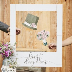 Giant Polaroid Sign Best Day Ever uit de artikel serie Rustic Country