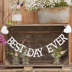Grote wit houten letter slinger Best Day Ever