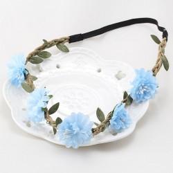 Bohemian style gevlochten haarbandje met blaadjes en licht blauwe bloemetjes
