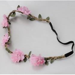 Bohemian style gevlochten haarbandje met blaadjes en licht roze bloemen