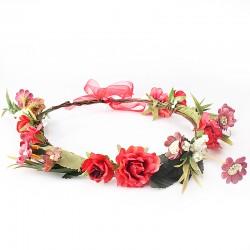 Bohemian style luxe bloemenkrans in de kleuren rood, zacht rood, wit, takjes en blaadjes