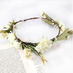 Bohemian style luxe bloemenkrans in de kleuren wit, ivoor, takjes en blaadjes