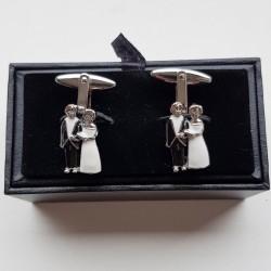 Prachtige manchetknopen in de vorm van een bruidspaartje