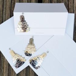 12 tafelindelingskaarten wit met zilver metallic bruidstaart in 3D