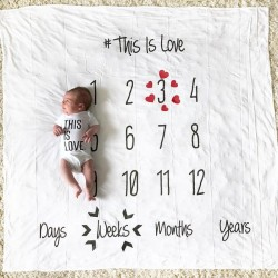 Baby Milestone Blanket This is Love Black and White met gratis houten pijlen set