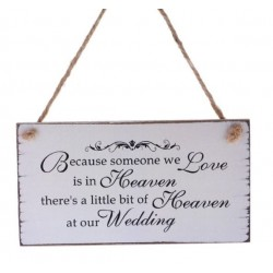 Houten bord aan touw met de tekst Because Someone we Love is in Heaven