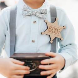 Houten stervormige badge met de tekst Ring Security