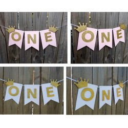 Banner roze of wit met twee gouden kroontjes en het woord One