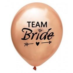 Ballonnen voor het vrijgezellenfeest rose goud met in zwart de tekst Team Bride met een pijl
