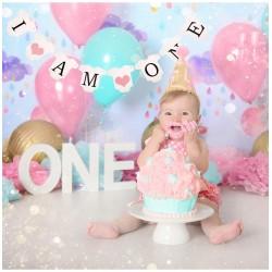 Banner babykleertjes I am One met rozehartjes
