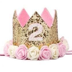 Aandoenlijk glitter hoedje voor de tweede verjaardag van een meisje
