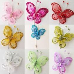 Corsage vlinder op luxe verzilverde speld met afsluitdopje