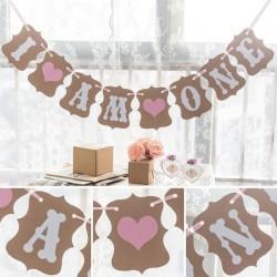 Banner retro kraft I am One roze. Bruin karton met witte letters en 2 met roze hartjes