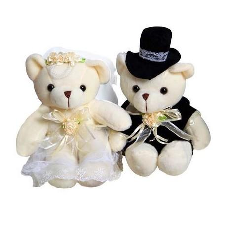 Berenbruidspaar van ongeveer 15 cm groot in een stijlvolle bruidsoutfit