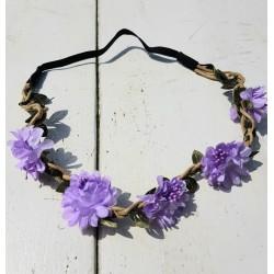 Bohemian style gevlochten haarbandje met blaadjes en lila bloemetjes