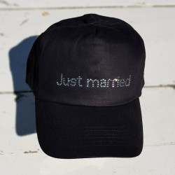 Cap met in strass steentjes de tekst Just Married zwart