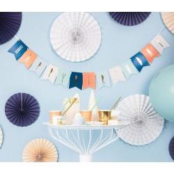 Banner met gouden letters Happy Birthday op blauw en mixed colours aan wit lint