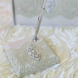 Pennenset Gold Lace
