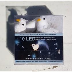 10 Led lampjes verwerkt in een slinger met witte duifjes en pareltjes