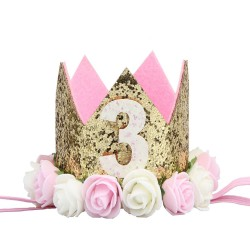 Aandoenlijk glitter hoedje voor de derde verjaardag van een meisje