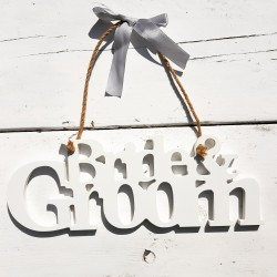 Aanbieding wit houten letterbord Bride and Groom