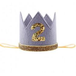 Aandoenlijk glitter hoedje grijs met goud voor de tweede verjaardag van een jongen