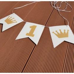 Banner met wit met goud folie letters One en 2 gouden kroontjes