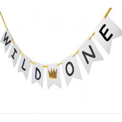 Banner met de tekst Wild One en een gouden kroontje