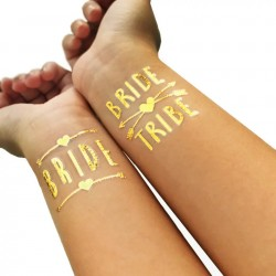 Goudkleurige tatoeage Bride Tribe Cross Hearts