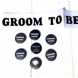 8-delige Set met 1 sjerp wit Groom to Be zwart en 7 buttons