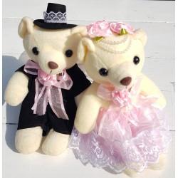 Berenbruidspaar van ongeveer 20 cm groot in een stijlvolle bruidsoutfit met roze accenten