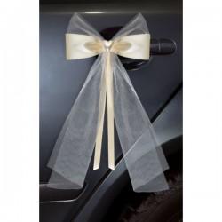 Twee romantische ivoorkleurige strikken met hartje