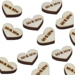 Boho houten confetti in de vorm van vintage hartjes met de tekst Mrs and Mrs