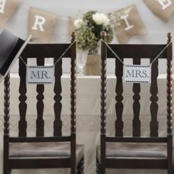 Set met twee unieke vintage Mr en Mrs houten bordjes aan touw