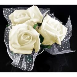 Mooi, romantisch en super handig rozenboeketje met tule op zuignap ivoor