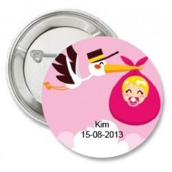 Button Daar is de ooievaar roze