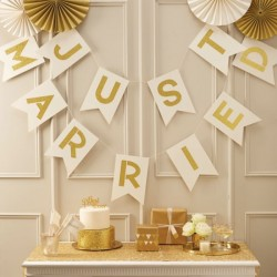 Gouden Just Married letterslinger Perfect Love