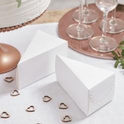 Pak met 10 kartonnen witte doosjes met geschulpte rand