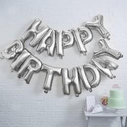 Grote metallic zilveren helium ballonnen die samen de woorden HAPPY BIRTHDAY vormen