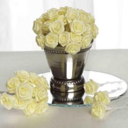 Bundeltje met 12 stoffen roosjes zacht geel/ivoor