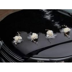 Pak met 4 boeketjes met een ivoorkleurige roos met tule, lint en rotan decoraties met parel