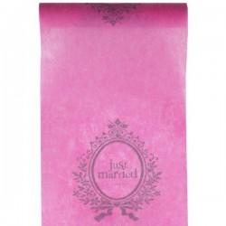 Tafelloper Just Married roze van 5 meter lang en 30 cm breed